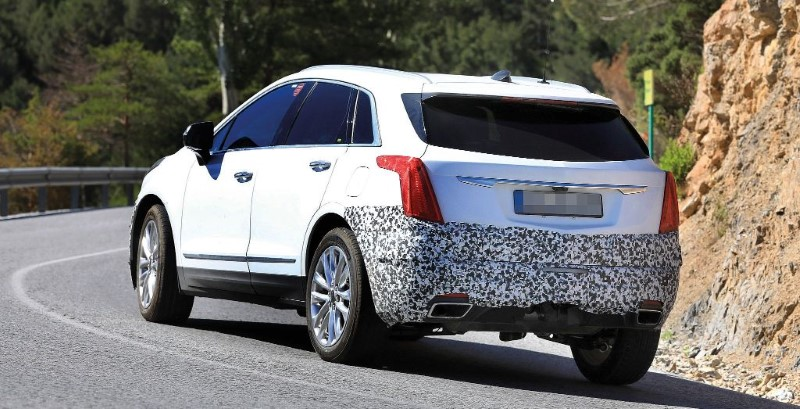2020 Cadillac XT5 Spy Shot With New Design