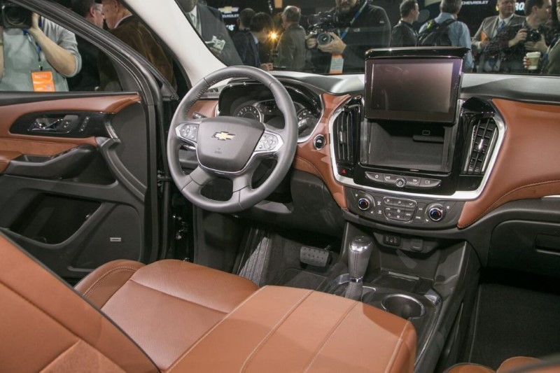 2020 Chevy Tahoe Interior Features & New Safety