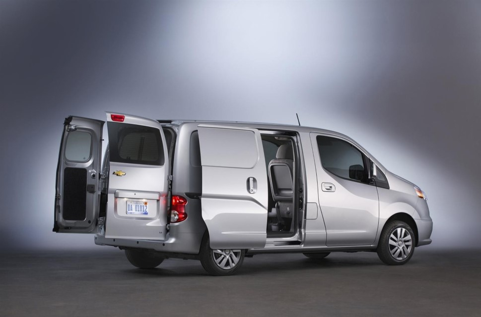 2020 Chevy Express 15 Passenger Van Review