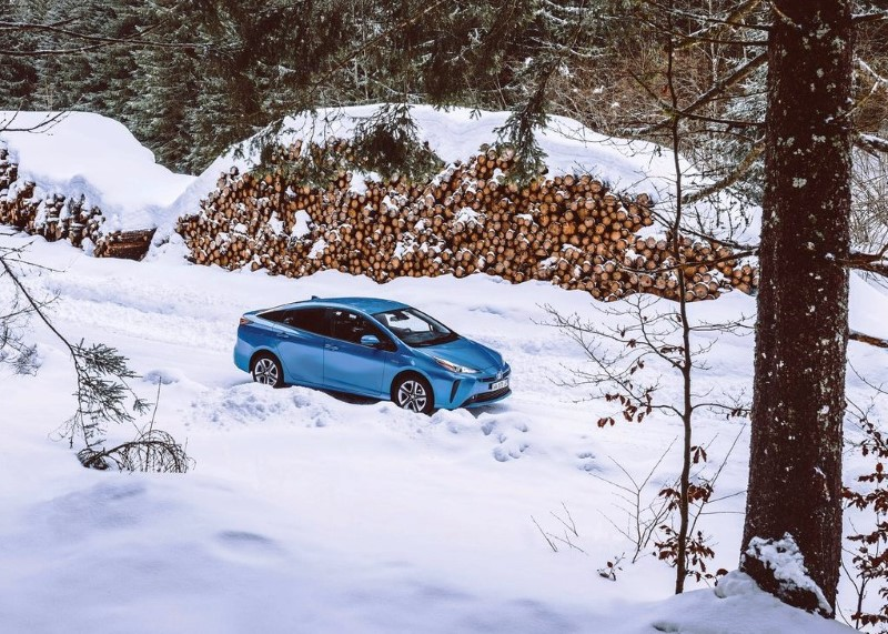 2020 Toyota Prius Test in Snow