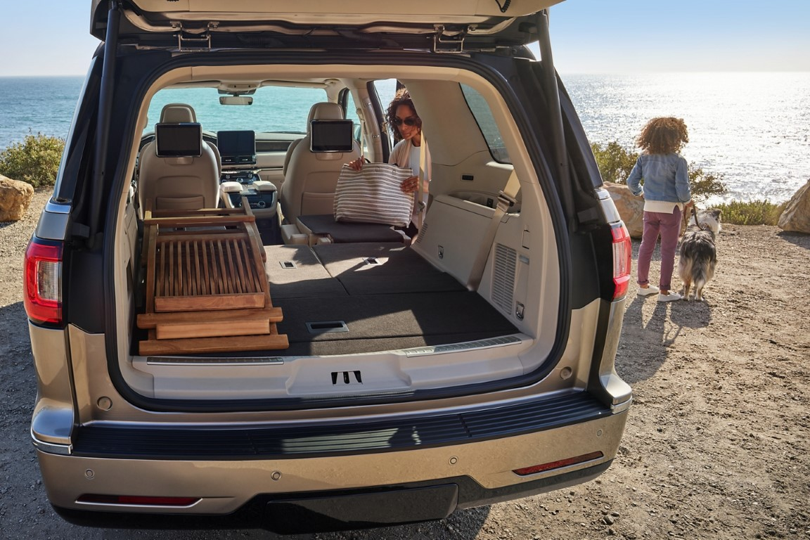 2021 Lincoln Navigator Foldable Seat For Spacious Trunk capacity