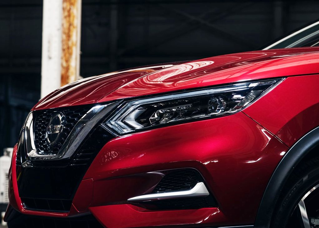 2021 Nissan Rogue Redesign Front angle with New Grill Design