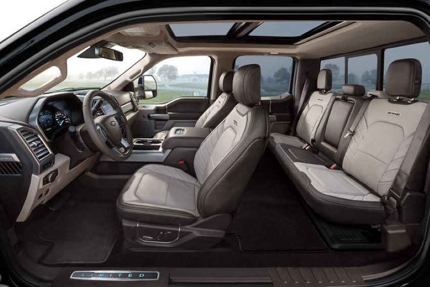 2021 Ford F-350 Dually Interior & Seat Capacity